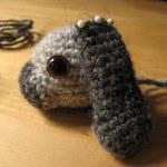 bruine veiligheidsogen, gehaakte hangoor, crochet lop bunny