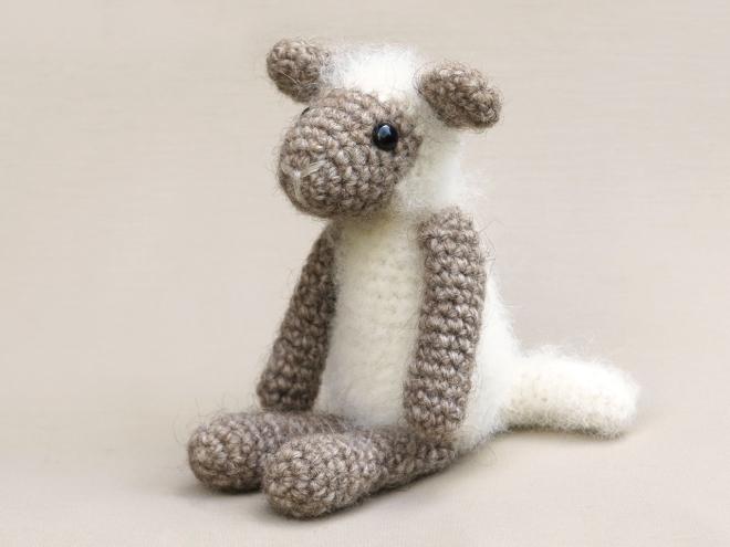 Free Mini Crochet Lamb Pattern - Grace and Yarn | 495x660