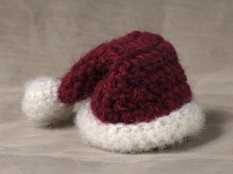 Free mini Santa hat pattern  dc42d452ab6