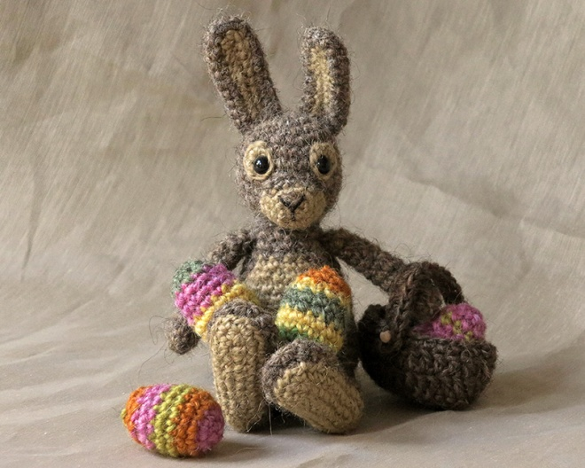 crochet easter bunny, rabbit, hare amigurumi pattern, haakpatroon paashaas