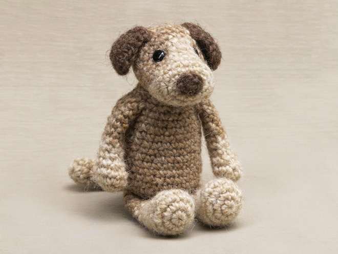 And now I proudly present to you, Droebel the crochet dog, woof!