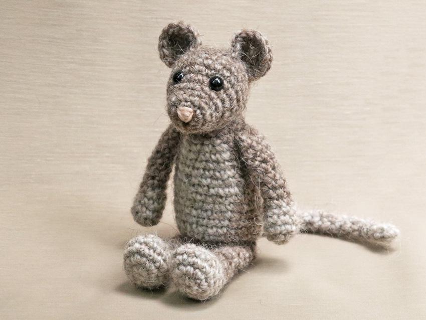 Lisa the crochet mouse - A free crochet pattern. Yarnhild.com | 638x850