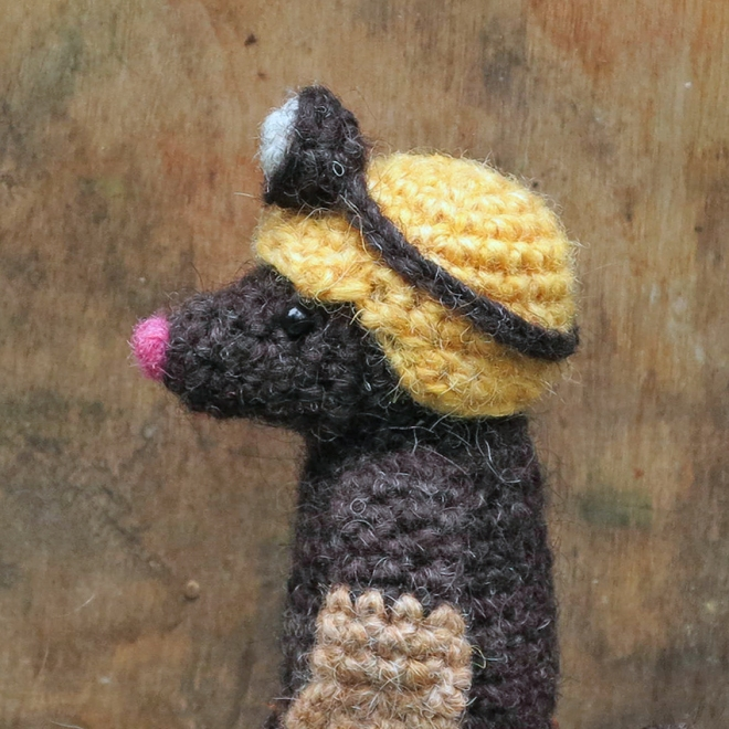 mole-amigurumi-with-helmet