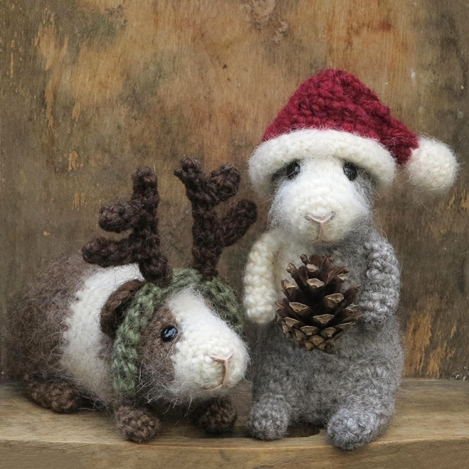 santa-and-rupert-guinea-pigs