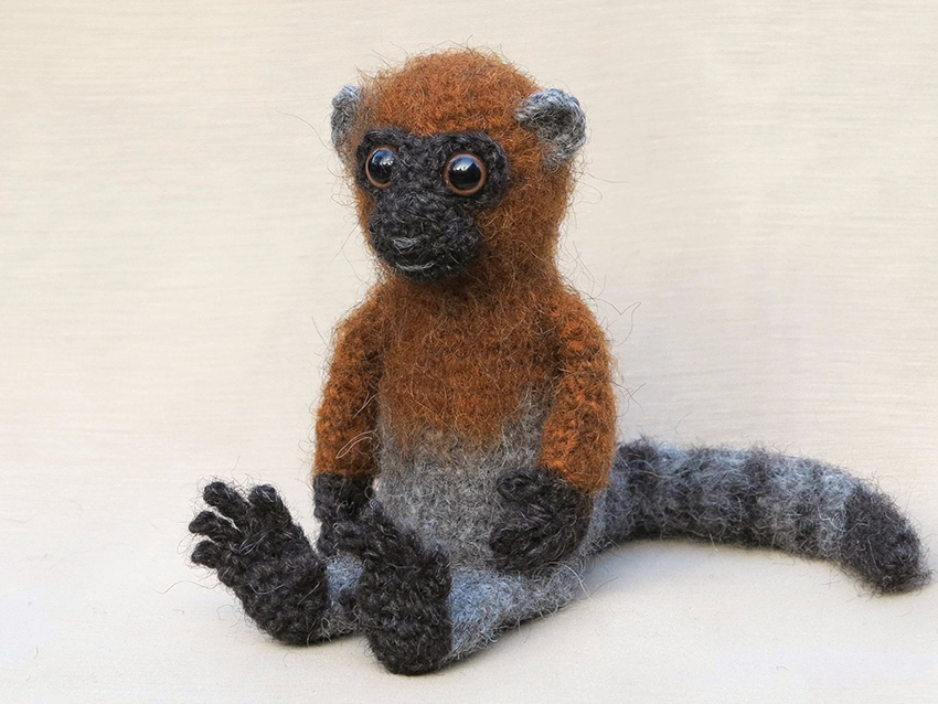 Free Crochet Monkey Amigurumi Pattern - thefriendlyredfox.com | 638x850