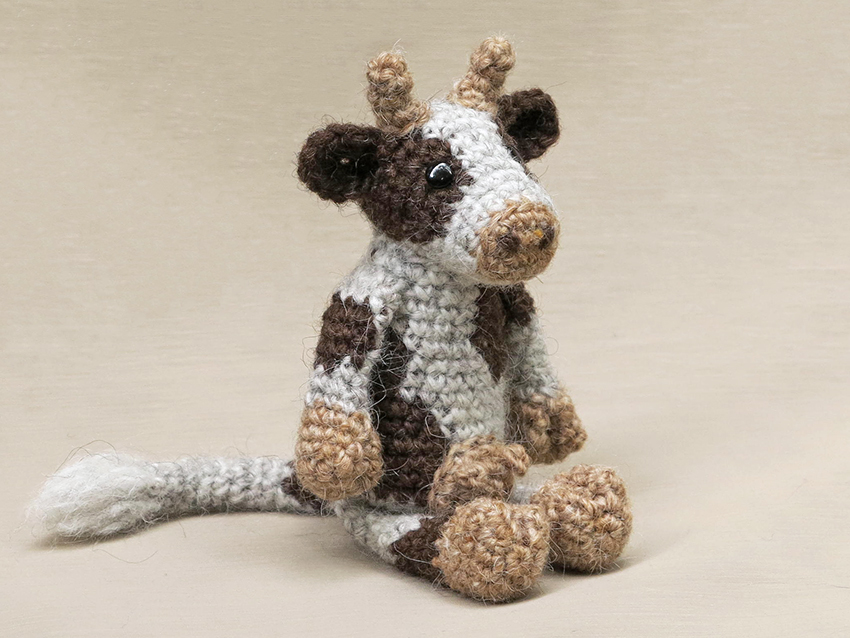 Amigurumi Cow - A Free Crochet Pattern - Grace and Yarn | 638x850