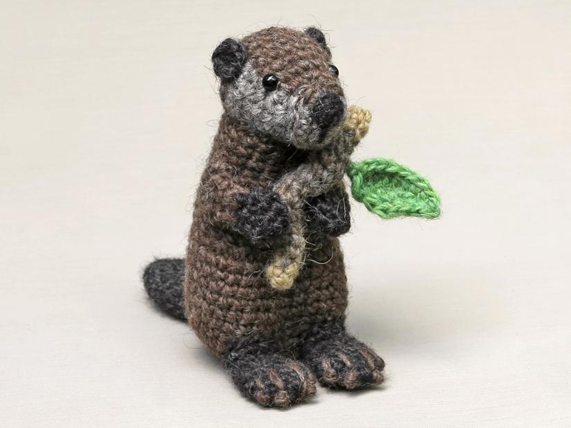 Realistic crochet beaver pattern