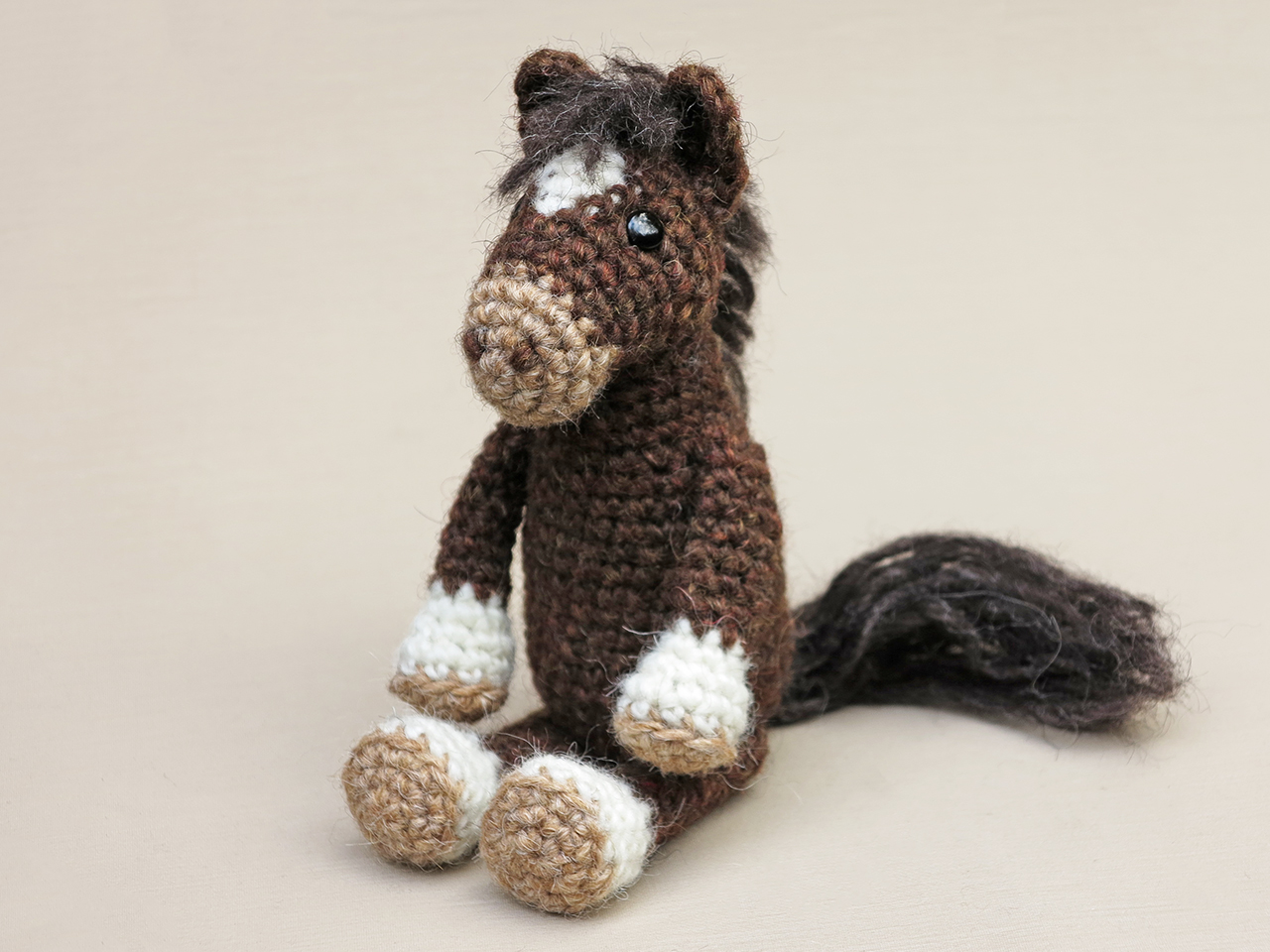 Haley the Horse Amigurumi Crochet Pattern | 960x1280