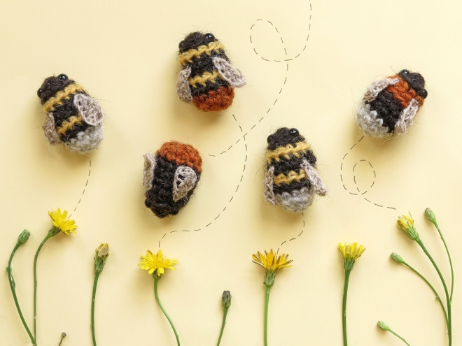 Flowers and bee amigurumi