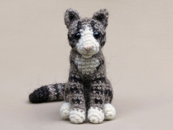 Realistic crochet cat