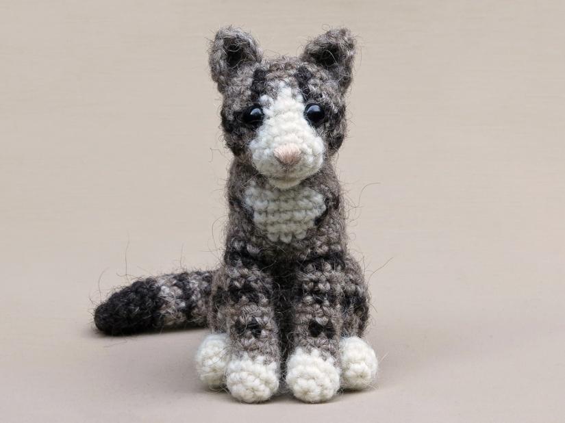 Realistic crochet cat